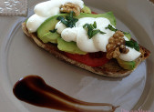 Bruschetta Avocat et chantilly de Feta