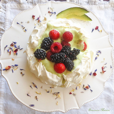 Pavlova Avocat Fruits Rouges