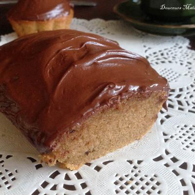 Petits Cakes au Café glacés au chocolat