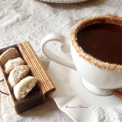 Vanille Kipferl et Chocolat à la Cannelle Caramélisée